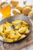 Honing geroosterde aardappels met huid Stock Afbeeldingen