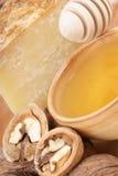 Honing, kaas en okkernoten Stock Foto