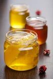 Honing in kruiken Stock Afbeelding