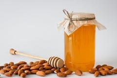 Honing met amandelen en hoheylepel Stock Afbeeldingen