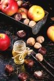 Honing, noten en appelen Stock Afbeeldingen