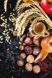 Honing, noten en appelen Royalty-vrije Stock Fotografie