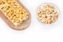 Honingsbars met pinda's - witte achtergrond Hoogste mening Stock Foto's