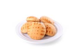 Honingscakes op plaat die op wit wordt geïsoleerd Royalty-vrije Stock Foto