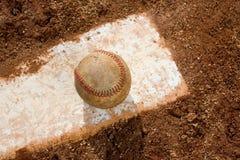 Honkbal bij het Werpen van Rubber royalty-vrije stock afbeelding