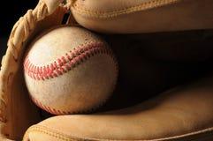 Honkbal en Dichte omhooggaand van de Handschoen Royalty-vrije Stock Afbeelding