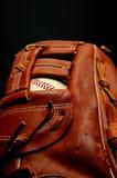 Honkbal in Handschoen Stock Afbeeldingen