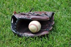 Honkbal in handschoen Royalty-vrije Stock Afbeelding