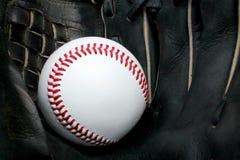 Honkbal in handschoen royalty-vrije stock foto