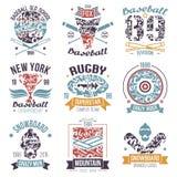 Honkbal, rugby, snowboard, de sportemblemen van de skateboarduniversiteit Royalty-vrije Stock Foto's