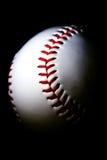 Honkbal tegen donkere achtergrond Royalty-vrije Stock Afbeeldingen