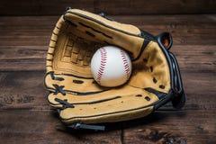 Honkbalhandschoen met de hand Stock Afbeelding