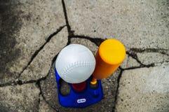 Honkbalstuk speelgoed met Knuppel Stock Foto's