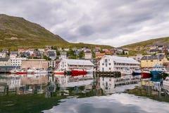 HONNINGSVAG, NORWEGEN 24. JULI 2016: Hafen von Honningsvag in Finnmark Norwegen Lizenzfreie Stockfotos
