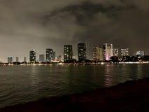 Honolulu, das Nacht majestätisch betrachtet lizenzfreies stockbild