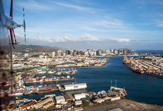 Honolulu durch Hubschrauber Stockbild