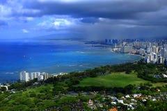 Honolulu Hawai con la spiaggia e le costruzioni di Waikiki Fotografia Stock Libera da Diritti