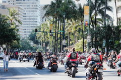 Honolulu, Hawaii, USA - 30. Mai 2016: Parade Waikiki Memorial Day Lizenzfreie Stockfotos