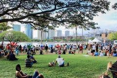 Honolulu Hawaii, USA - Maj 30, 2016: Den Memorial Day lyktan som svävar festivalen som rymdes på den alunMoana stranden till hede Royaltyfri Foto
