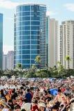 Honolulu Hawaii, USA - Maj 30, 2016: Den Memorial Day lyktan som svävar festivalen som rymdes på den alunMoana stranden till hede Arkivbilder