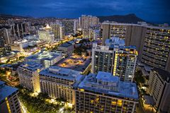 Honolulu på natten royaltyfria bilder