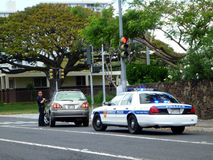 Honolulu Police Department police officer pulls over SUV car on. HONOLULU - MAY 3:  Honolulu Police Department police officer pulls over SUV car on Vineyard Stock Photos