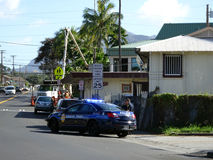 Honolulu Police Department police officer pulls over Van on stre. HONOLULU - FEBRUARY 7:  Honolulu Police Department police officer pulls over  Van on street Royalty Free Stock Image