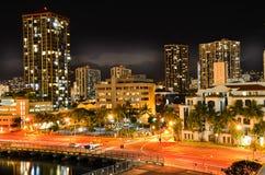 Honolulu przy nocą Obrazy Royalty Free