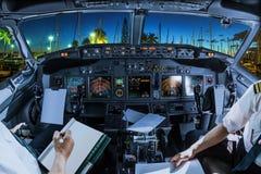 Honolulu vom Cockpit stockbilder