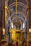 Honom barockt altare av den Evora domkyrkan, den största domkyrkan i Portugal Royaltyfri Fotografi