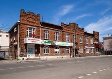 Honom gammal byggnad av det handels- huset K för ` s V Fedorov längs Pushkinskaya gata 10 Royaltyfri Fotografi