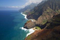 Honopu曲拱, Na梵语海岸,考艾岛,夏威夷鸟瞰图  免版税库存图片