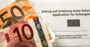 Honoraires de VISA de Schengen avec la forme d'applicaton photo stock