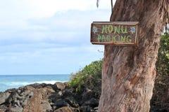 Honu-Parkzeichen auf Schildkröten-Strand im Nordufer, Oahu, Hawaii Stockfoto