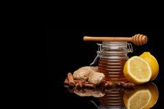 Honung, citron och kryddor royaltyfri foto