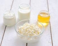 honung för oststugakräm mjölkar surt arkivbild