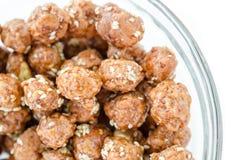 Honung grillade bestrukna jordnötter och vitt sesamfrö Royaltyfri Fotografi