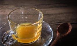 Honung i crystal exponeringsglas arkivfoton