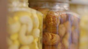 Honung med muttrar arkivfilmer