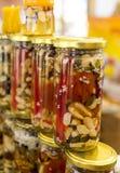 Honung med torkade frukter och muttrar Arkivbild