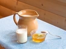 honung mjölkar Royaltyfri Fotografi
