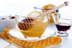Honung, tea och citron Arkivfoton