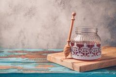 Honungkrus på trätabellen Royaltyfri Fotografi