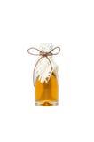 Honungkrus som binds med ett guld- band Fotografering för Bildbyråer