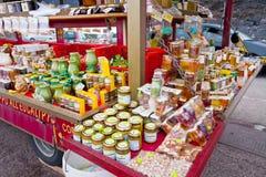 honunglocalen shoppar Royaltyfri Foto