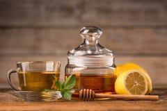 Honungmintkaramell och citron royaltyfria bilder