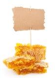 Honungskaka med etiketten Royaltyfria Bilder