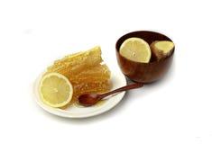 Honungskaka och banken av honung Fotografering för Bildbyråer
