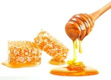 Honungskaka och skopa Arkivfoton