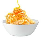 Honungskakor i en bunke Arkivbild